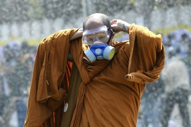 Tibeten-Monk-e1451531180670-617x410